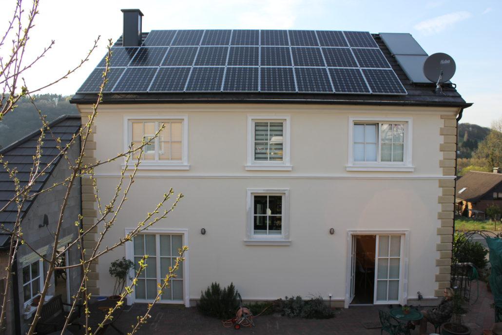 photovoltaik und speicher bei familie bartoscheck b w. Black Bedroom Furniture Sets. Home Design Ideas